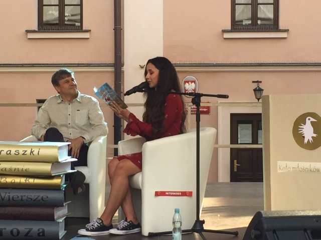 Karolina Górska, Wojciech Górski. Czytanie książki Samochodzik Franek naFestiwalu Ulicy Literackiej naDniach Zamościa.